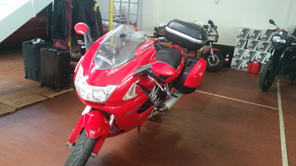 Ducati ST3 CIMT イタリア レンタルバイク