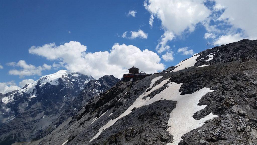 世界最高のドライビングロードステルヴィオ峠 ステルビオ