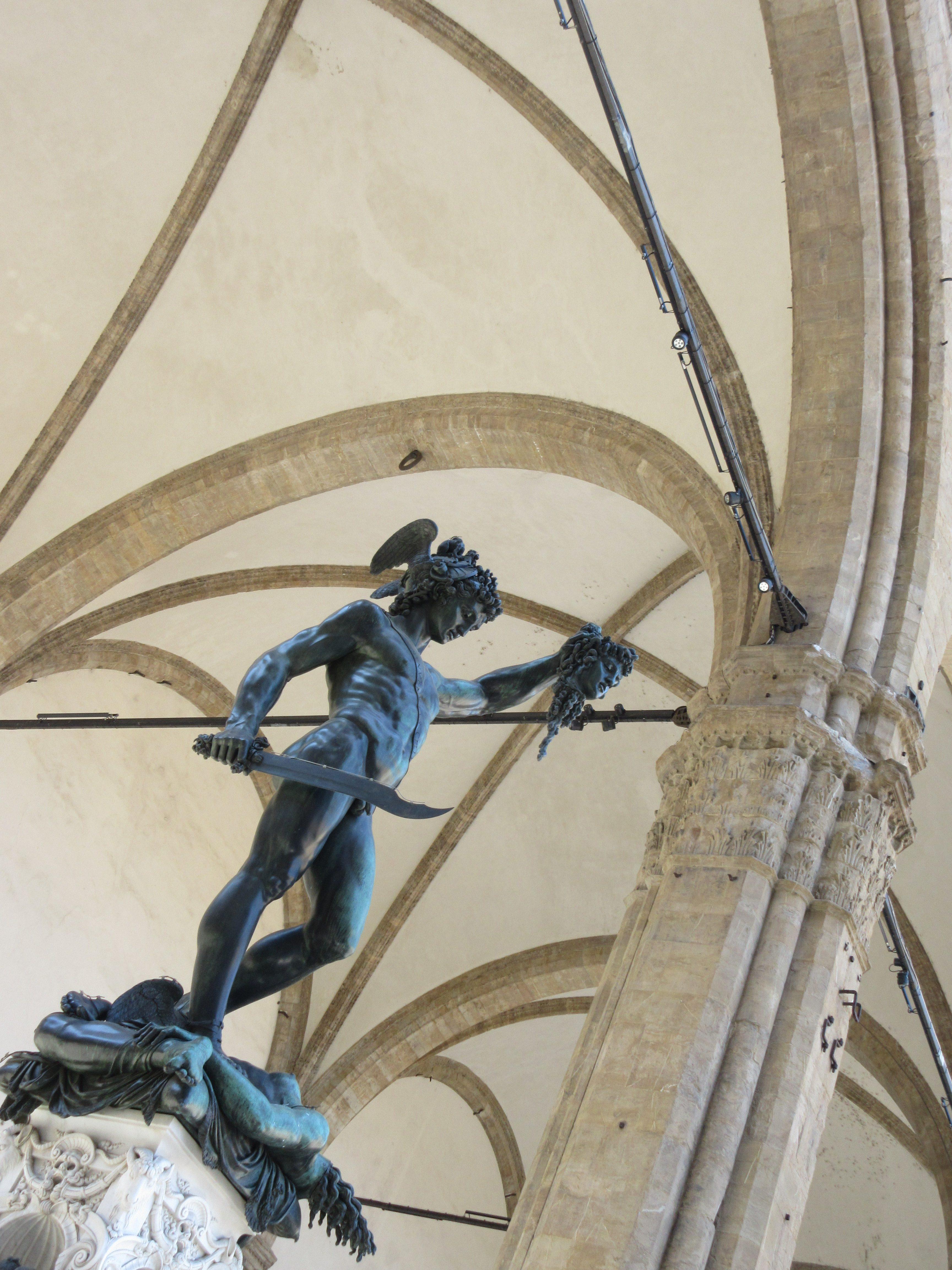 チェッリーニ メドゥーサの首を持つペルセウス