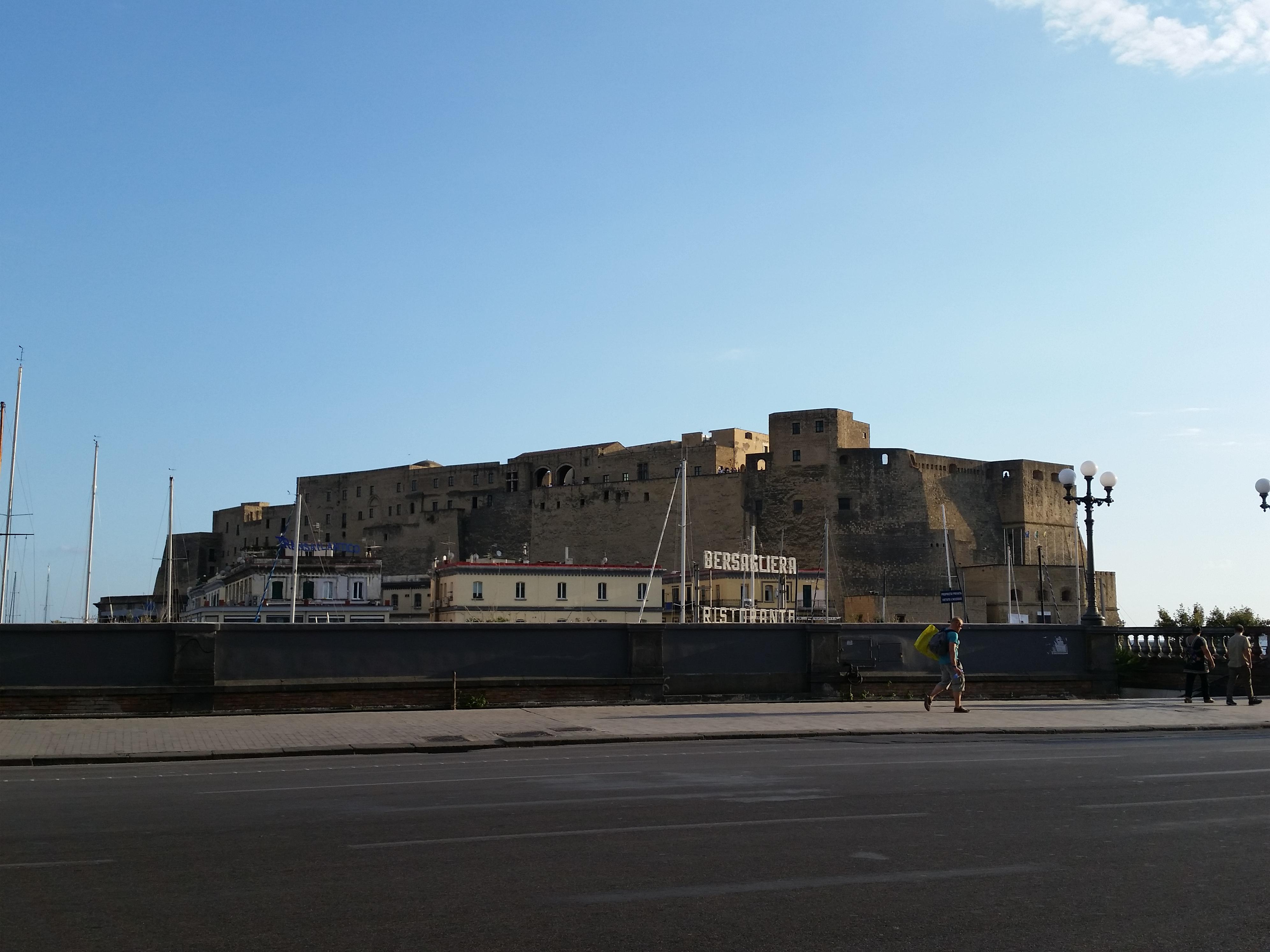イタリア一人旅:ナポリを見てから死ね Vedi Napoli, e poi muori.