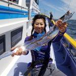 太刀魚:強風に負けず宮川丸でジギング出船